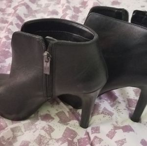 Leather high heeled bootie